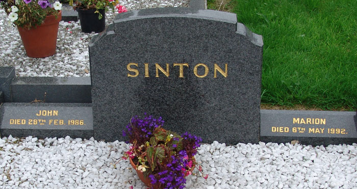 Headstone of Marion Sinton (née Thornton) 1901-1992